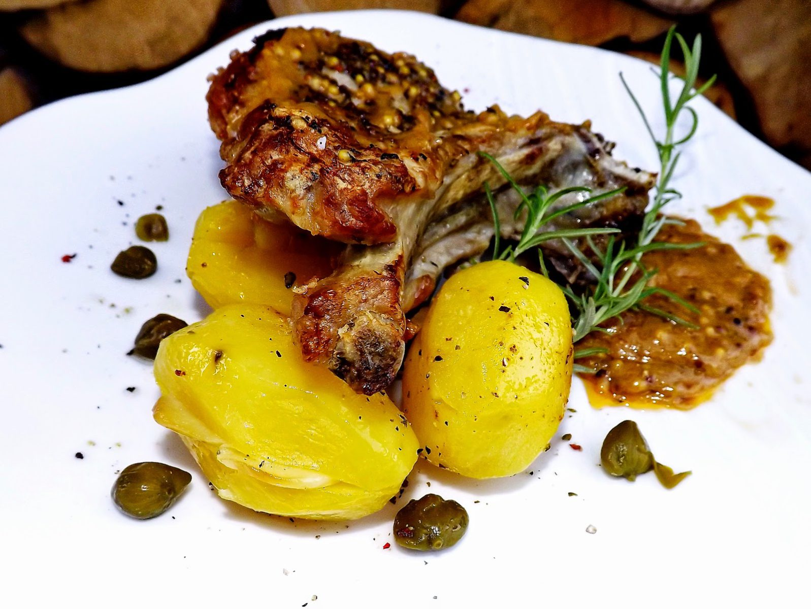 Schab francuski z czosnkowymi ziemniakami