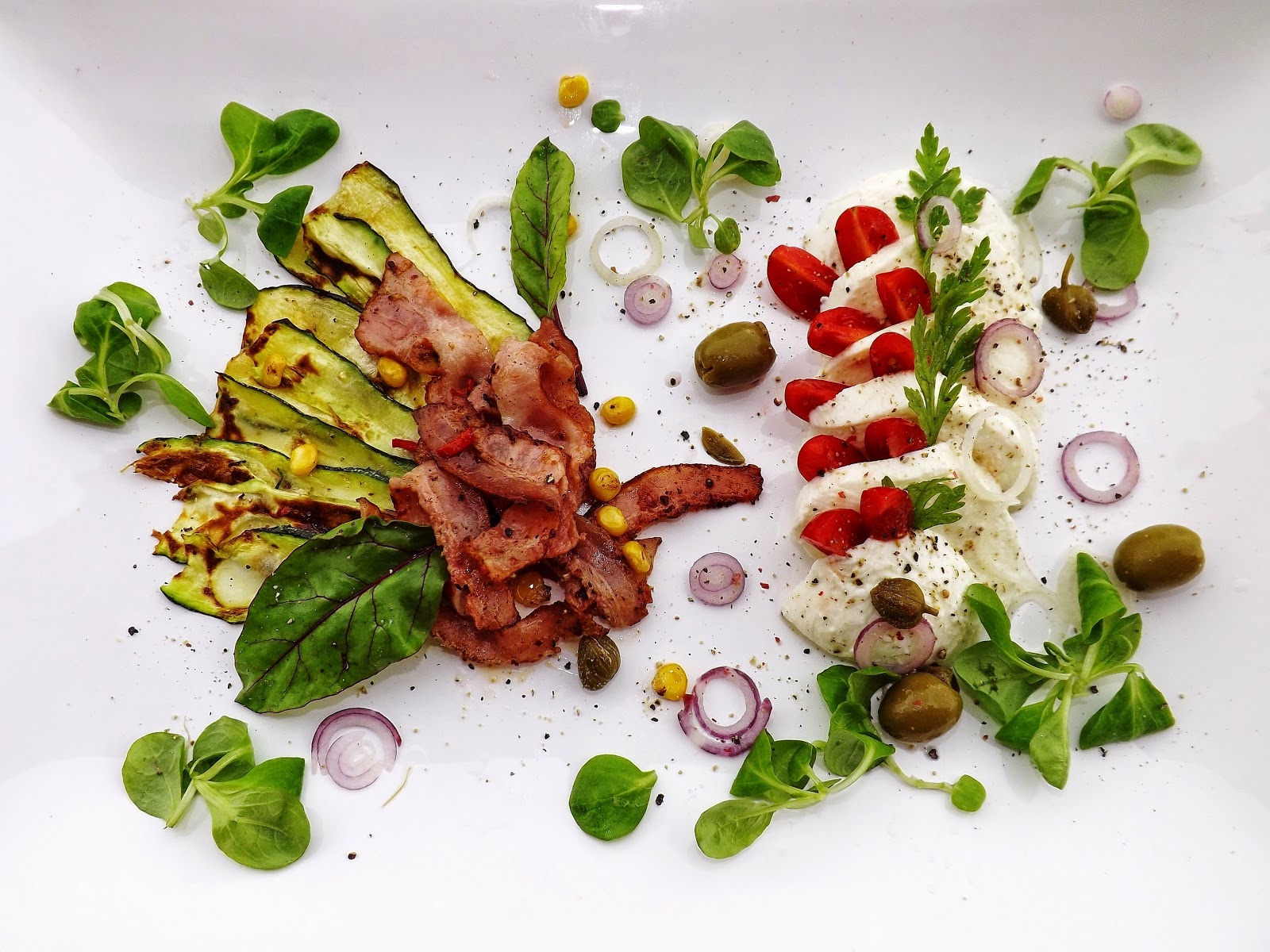 Mozzarella z ostrym boczkiem i warzywami