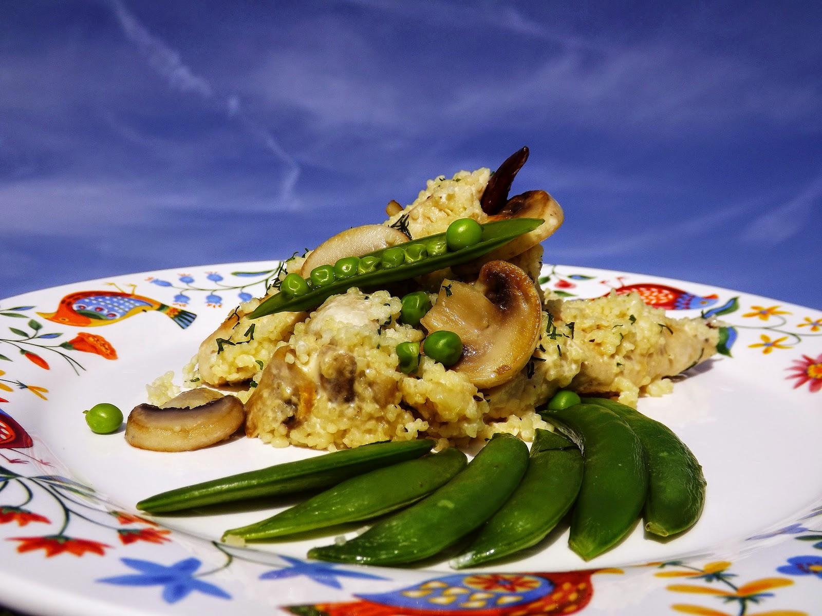 Pikantne polędwiczki z kurczaka z pieczarkami w panierce serowo – kuskusowej