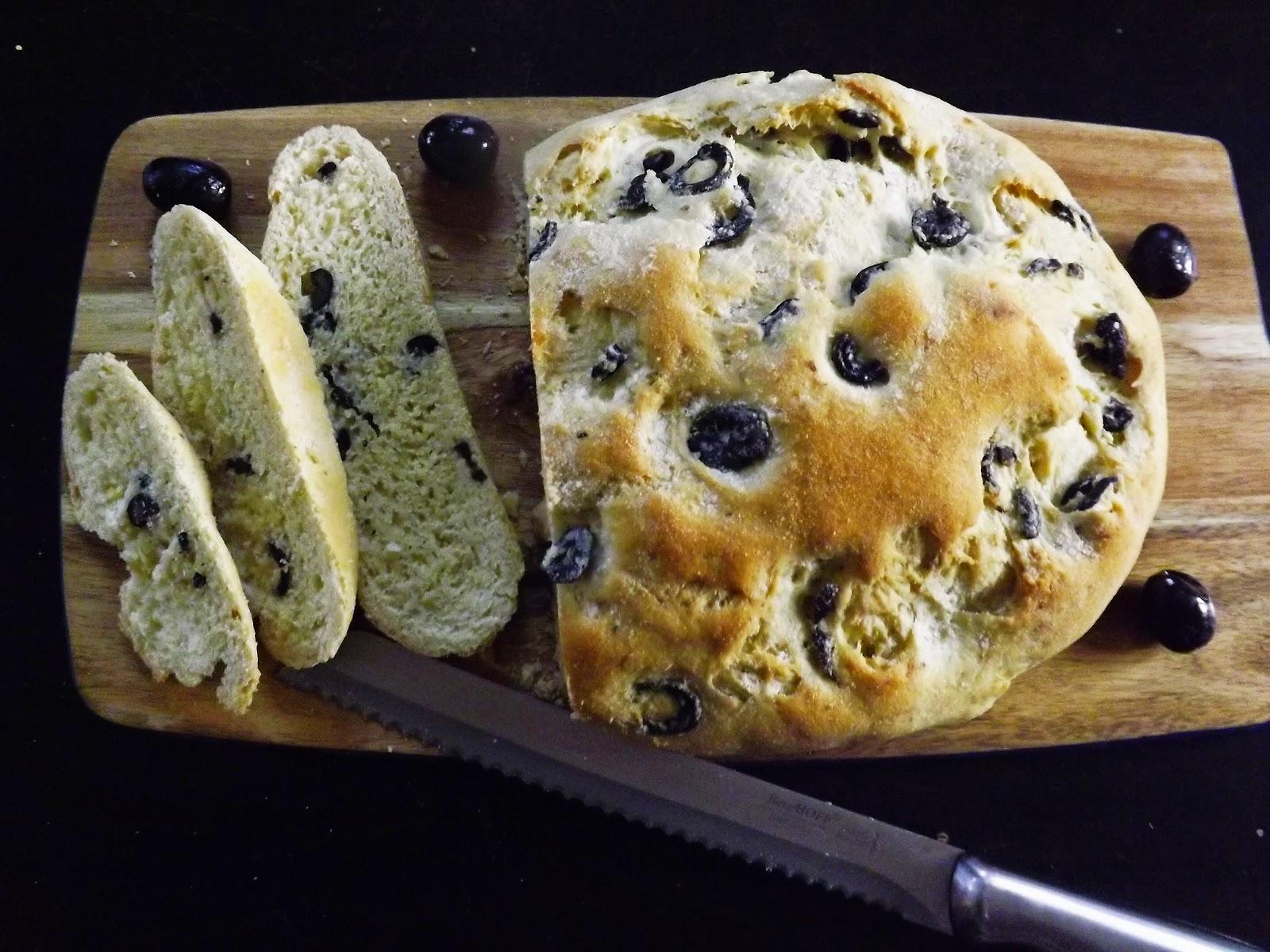 Świąteczny chleb oliwkowy