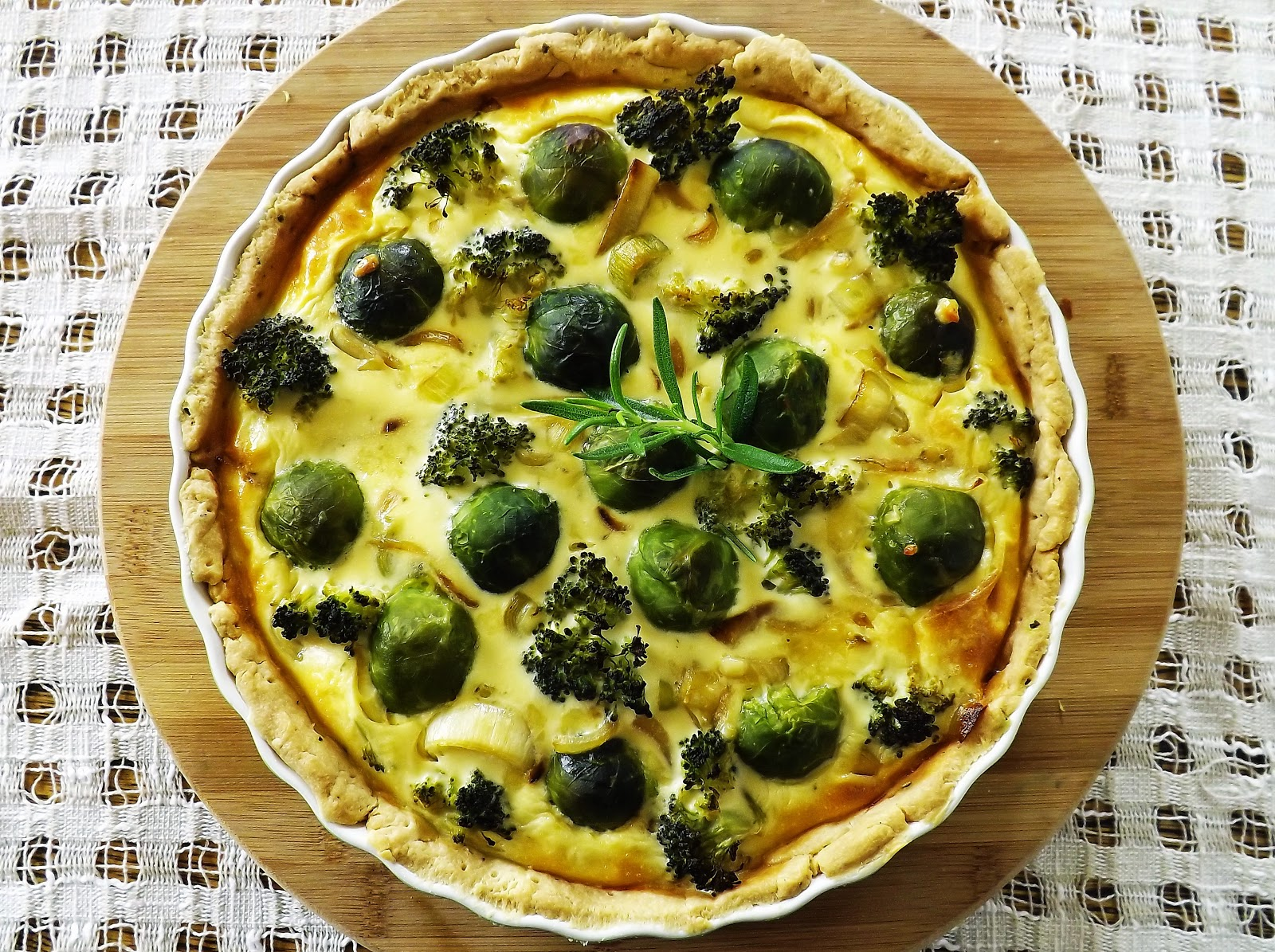 Tarta z brukselką i brokułami