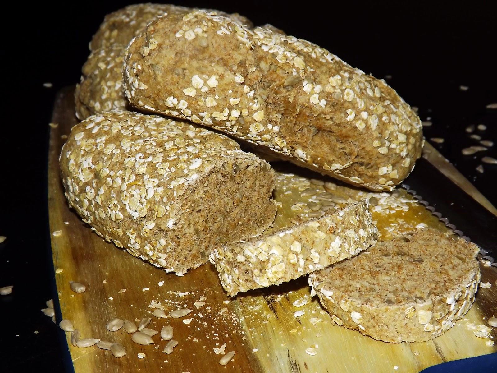 Mini chlebki razowe z płatkami i słonecznikiem