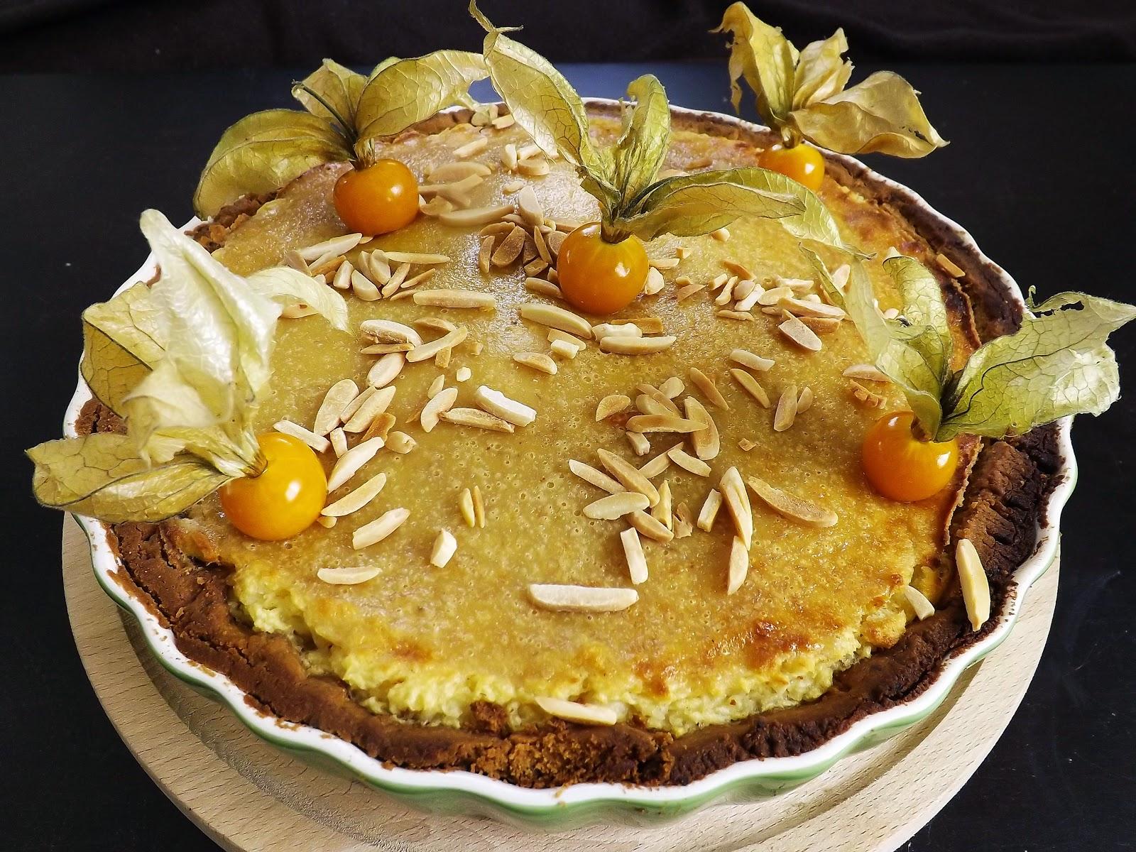 Tarta z jabłkami pod śmietanowo – bananową kołderką