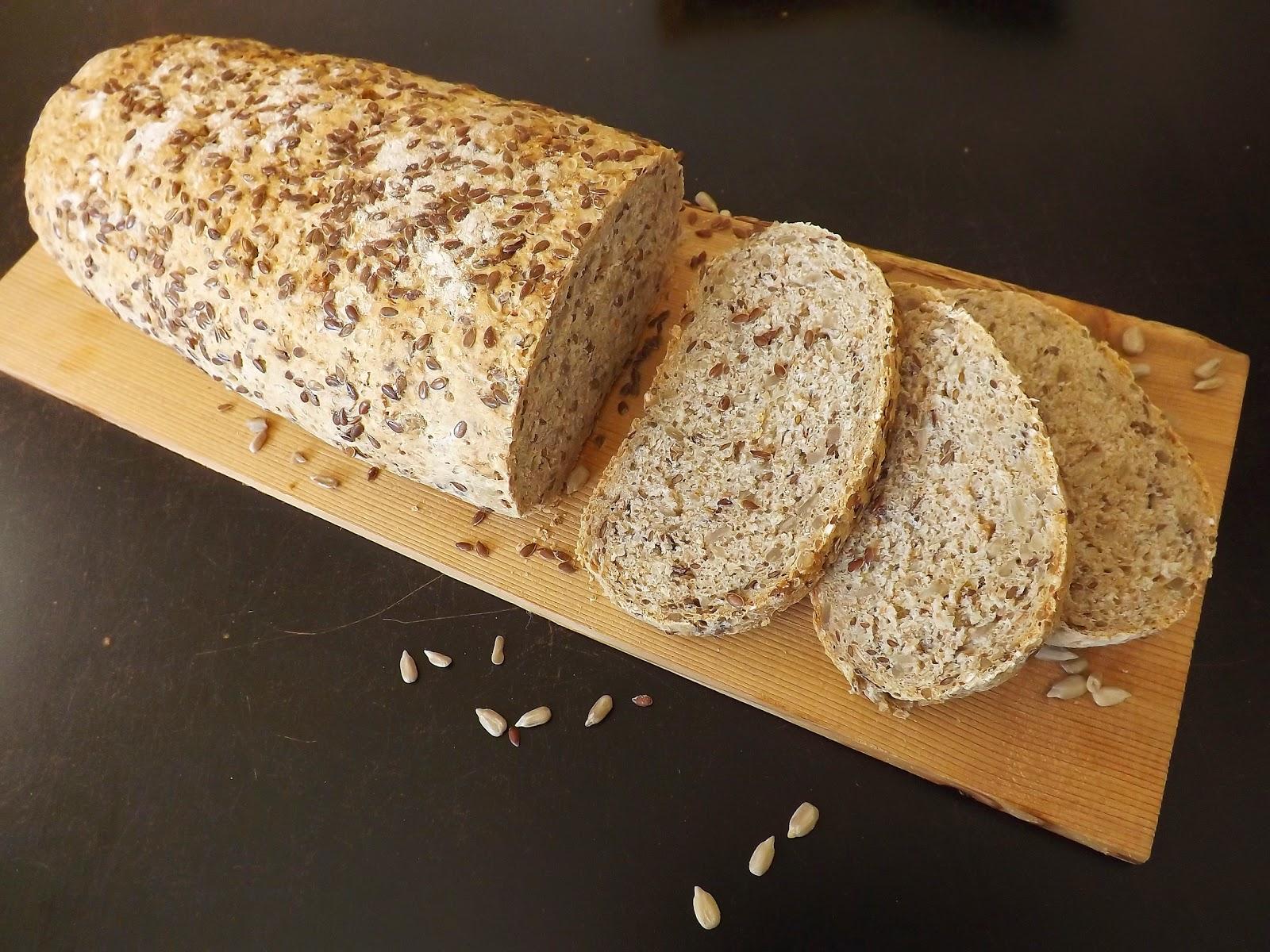 Chleb pszenno razowy ze słonecznikiem i siemieniem lnianym
