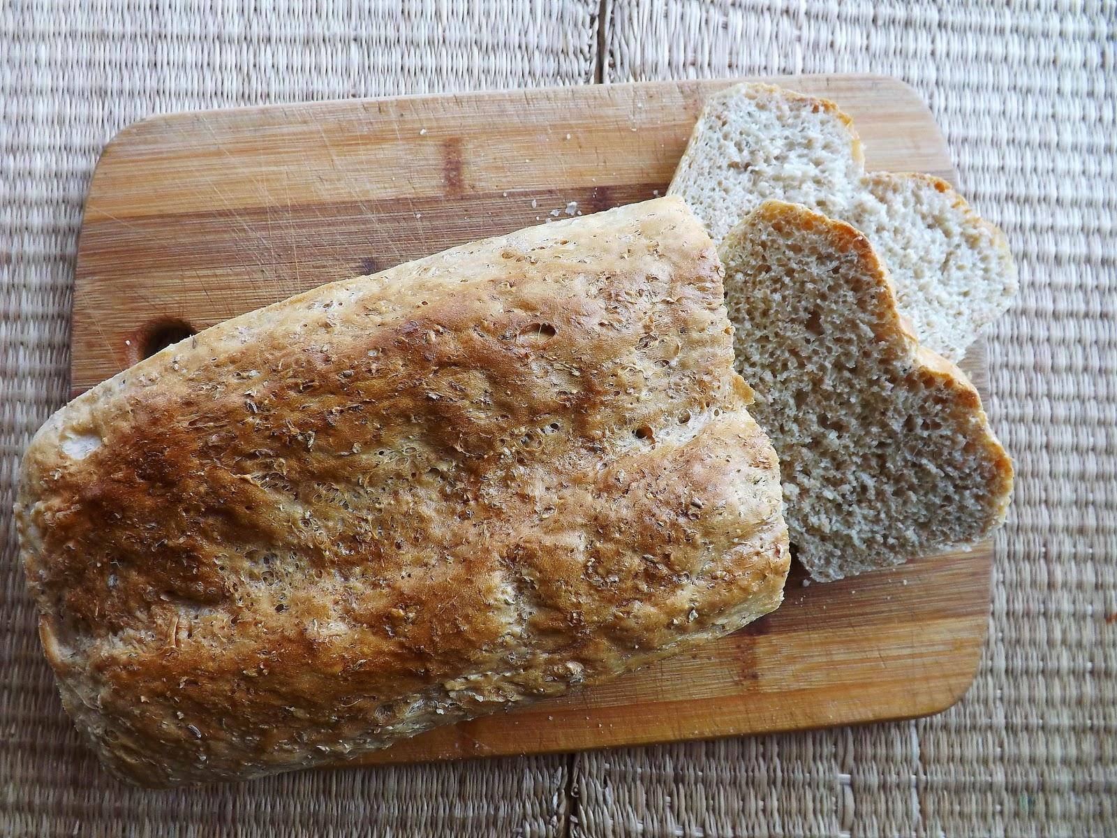 Chleb z płatkami orkiszowymi i kminkiem