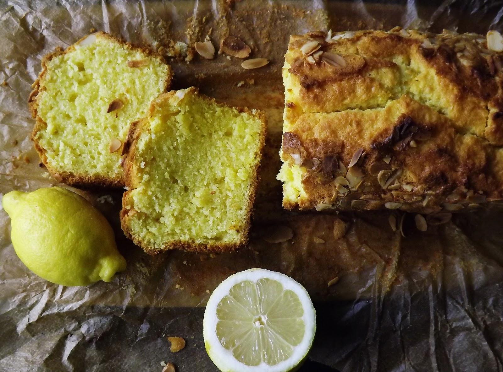 Słoneczne ciasto cytrynowe z kokosem