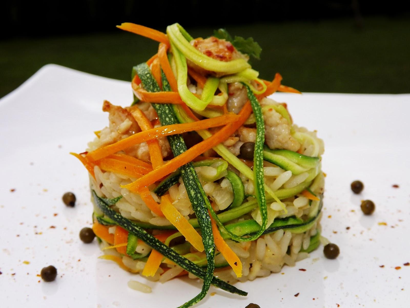 Risotto z ryżu parboiled, z warzywami i indykiem o nucie słodko chili