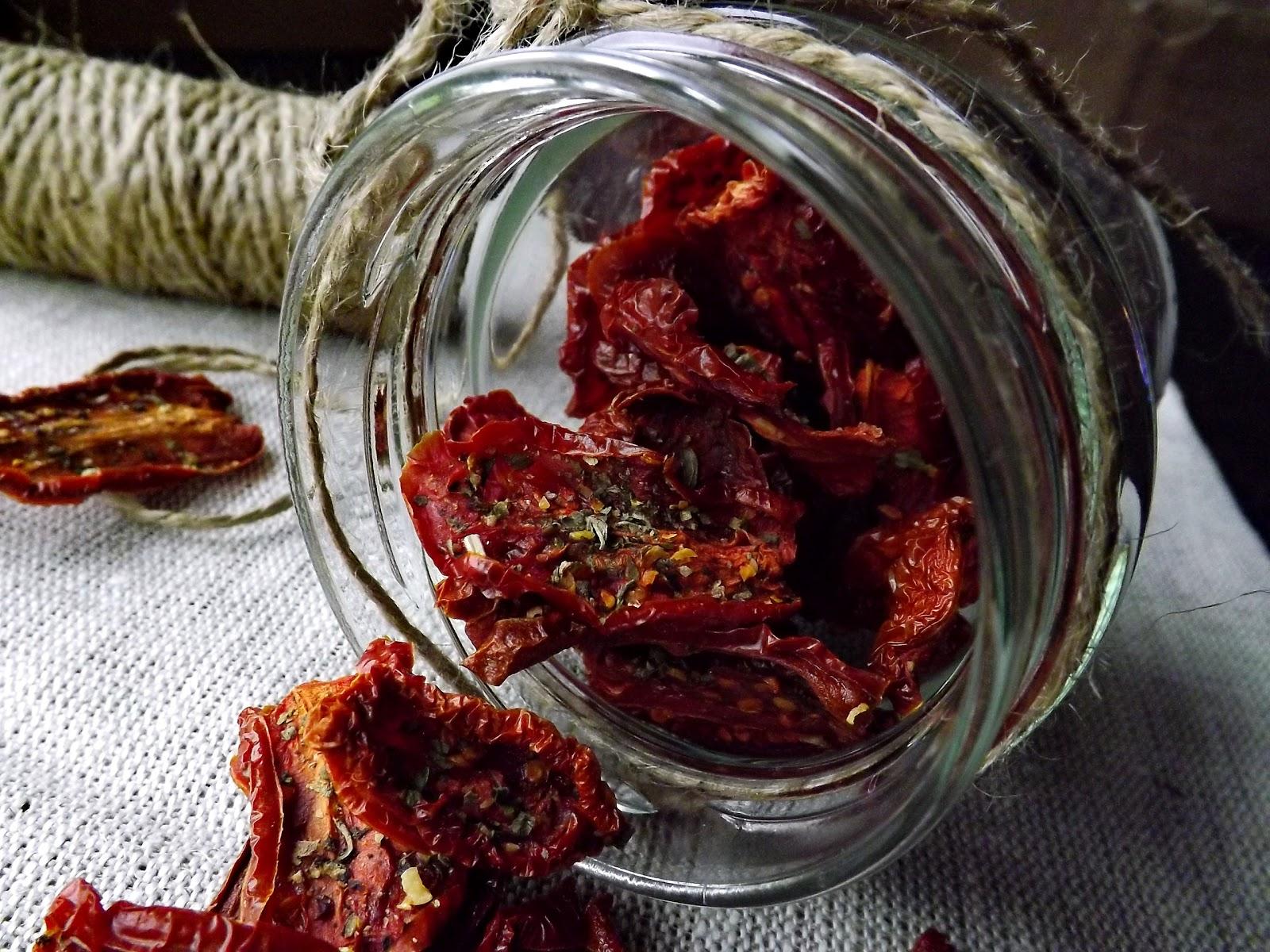 Chipsy z pomidorów na dwa sposoby