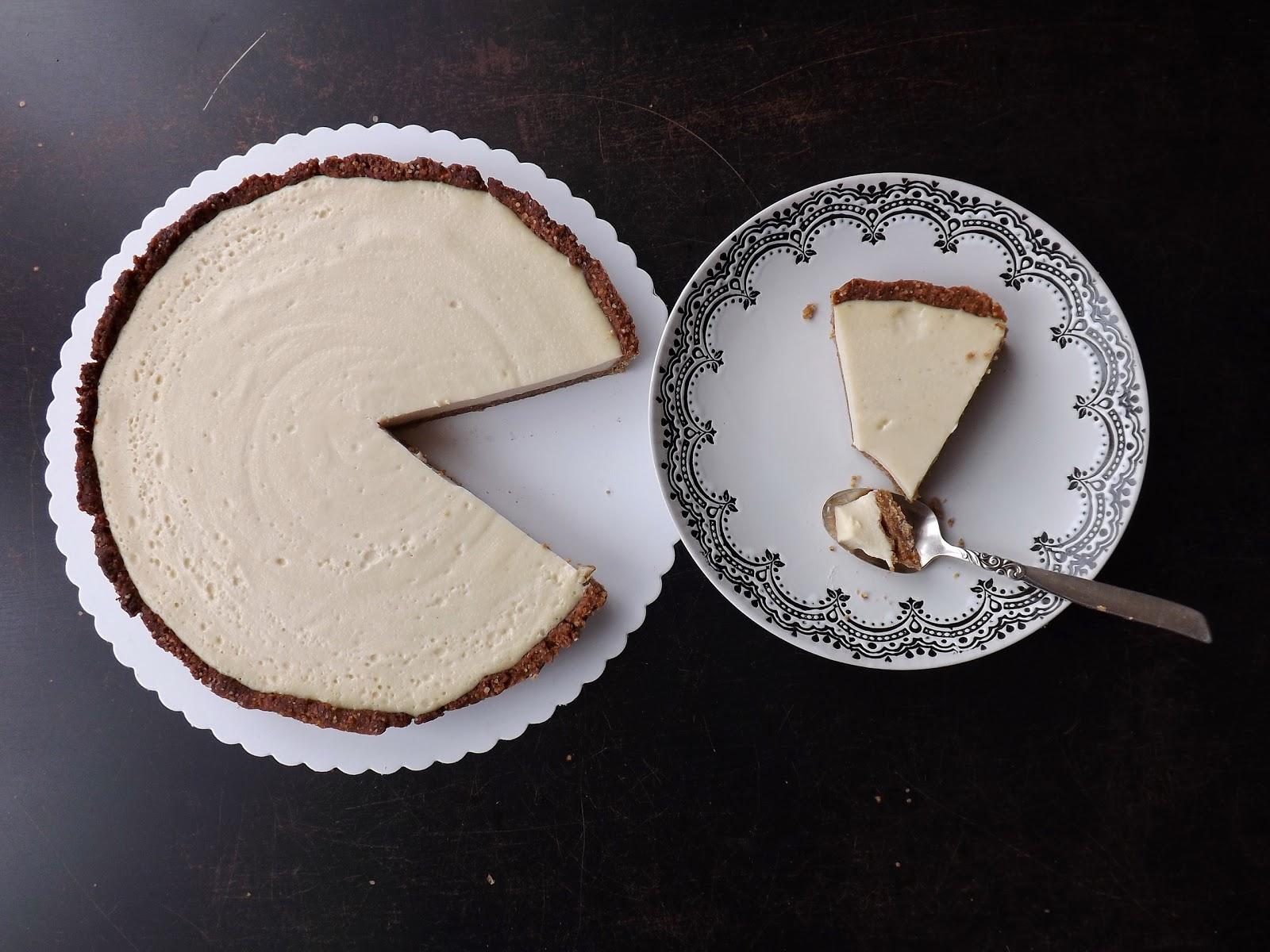 Tarta z masą kremową o smaku chałwy (panna cotta na kruchym cieście)