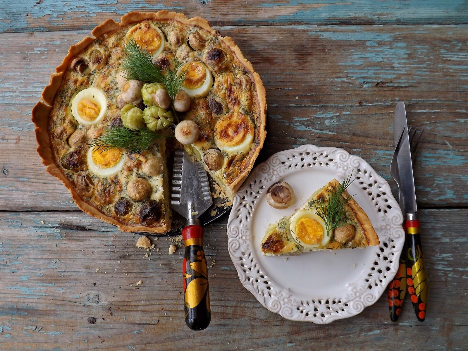 Tarta z pieczarkami, brukselką i jajkami
