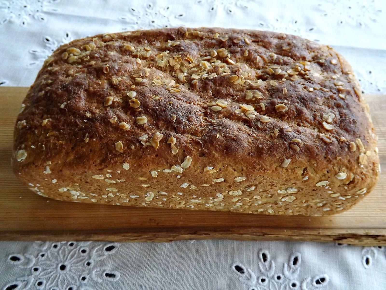 Chleb pełnoziarnisty z płatkami owsianymi