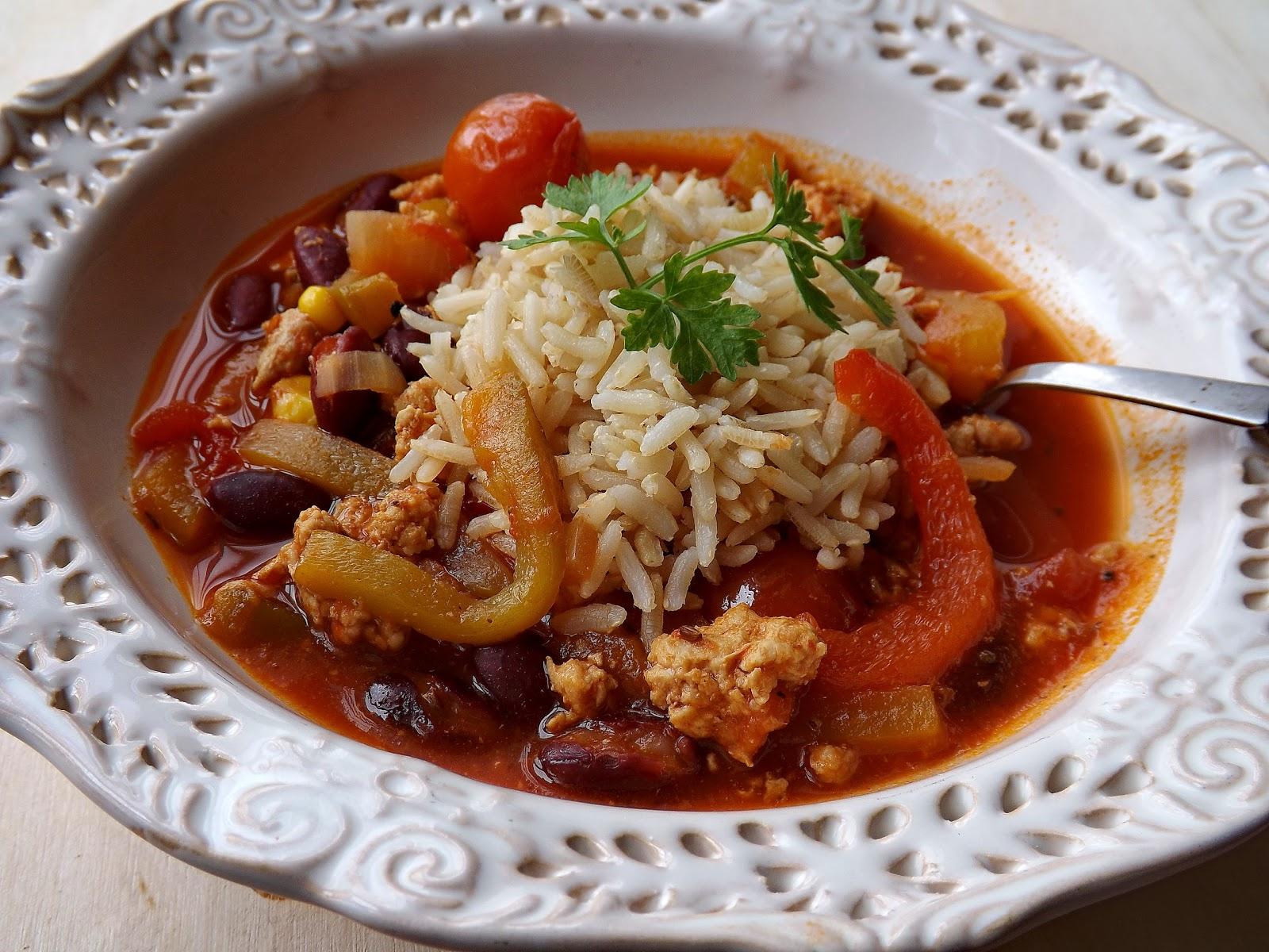 Meksykańska zupa z paloną papryką i ryżem