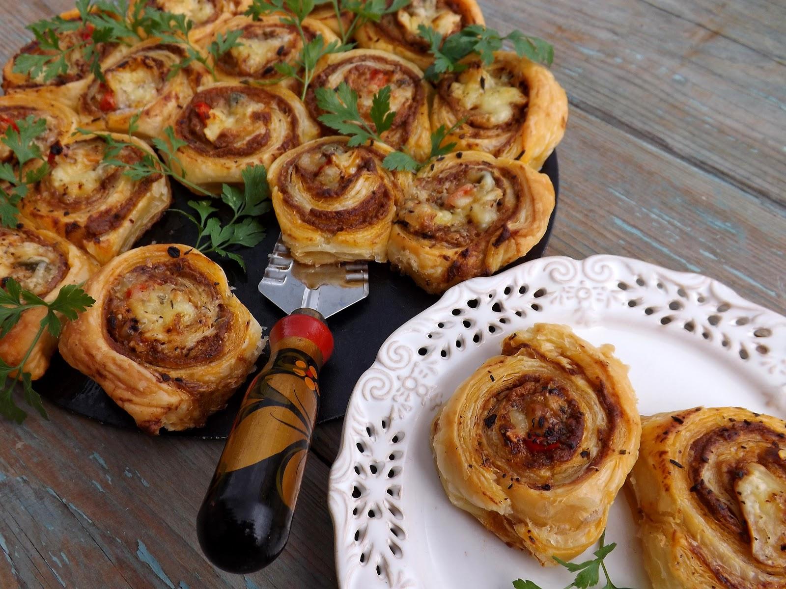 Francuskie roladki z pasztetem i camembert