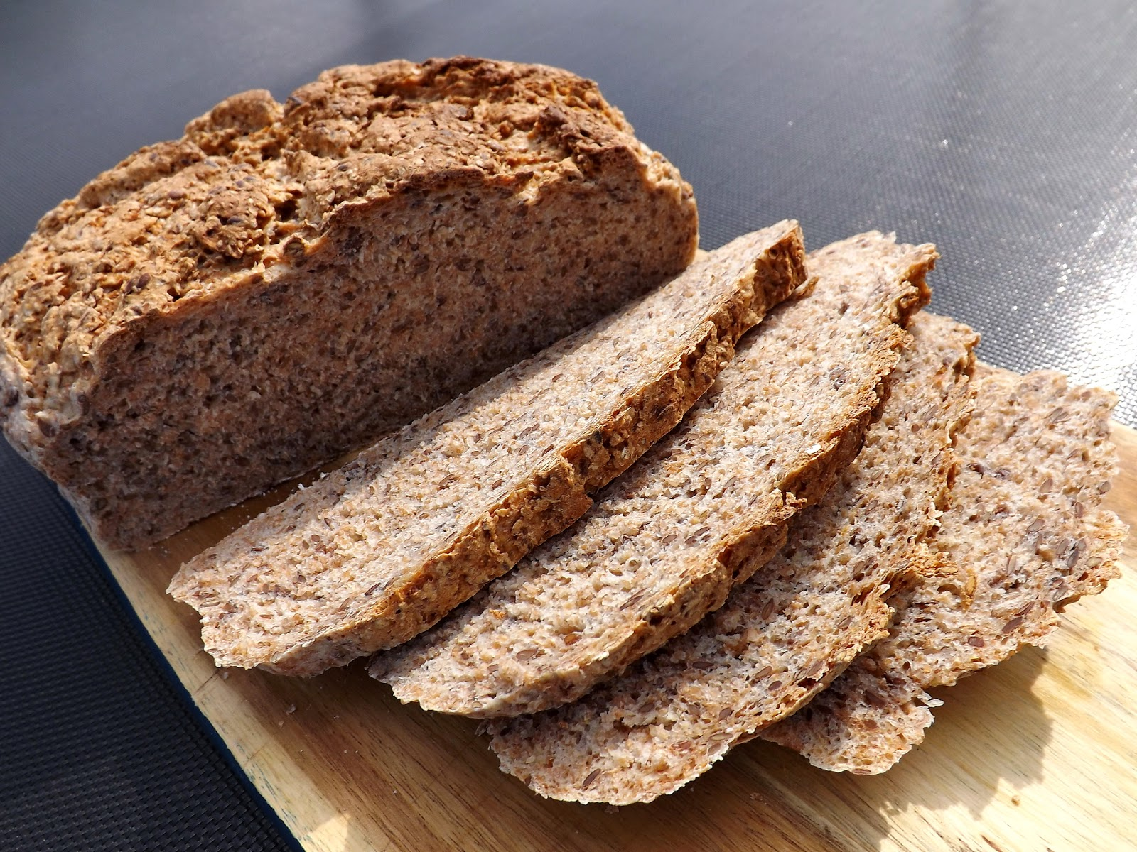 Chleb pszenno razowy z siemieniem lnianym