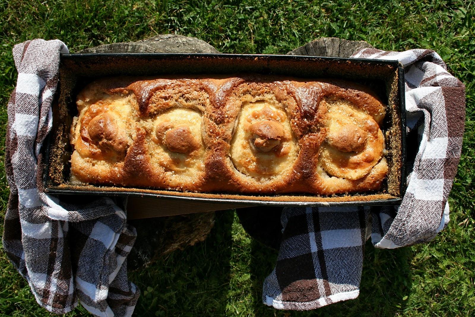 Pieczone jabłka w cieście cynamonowym
