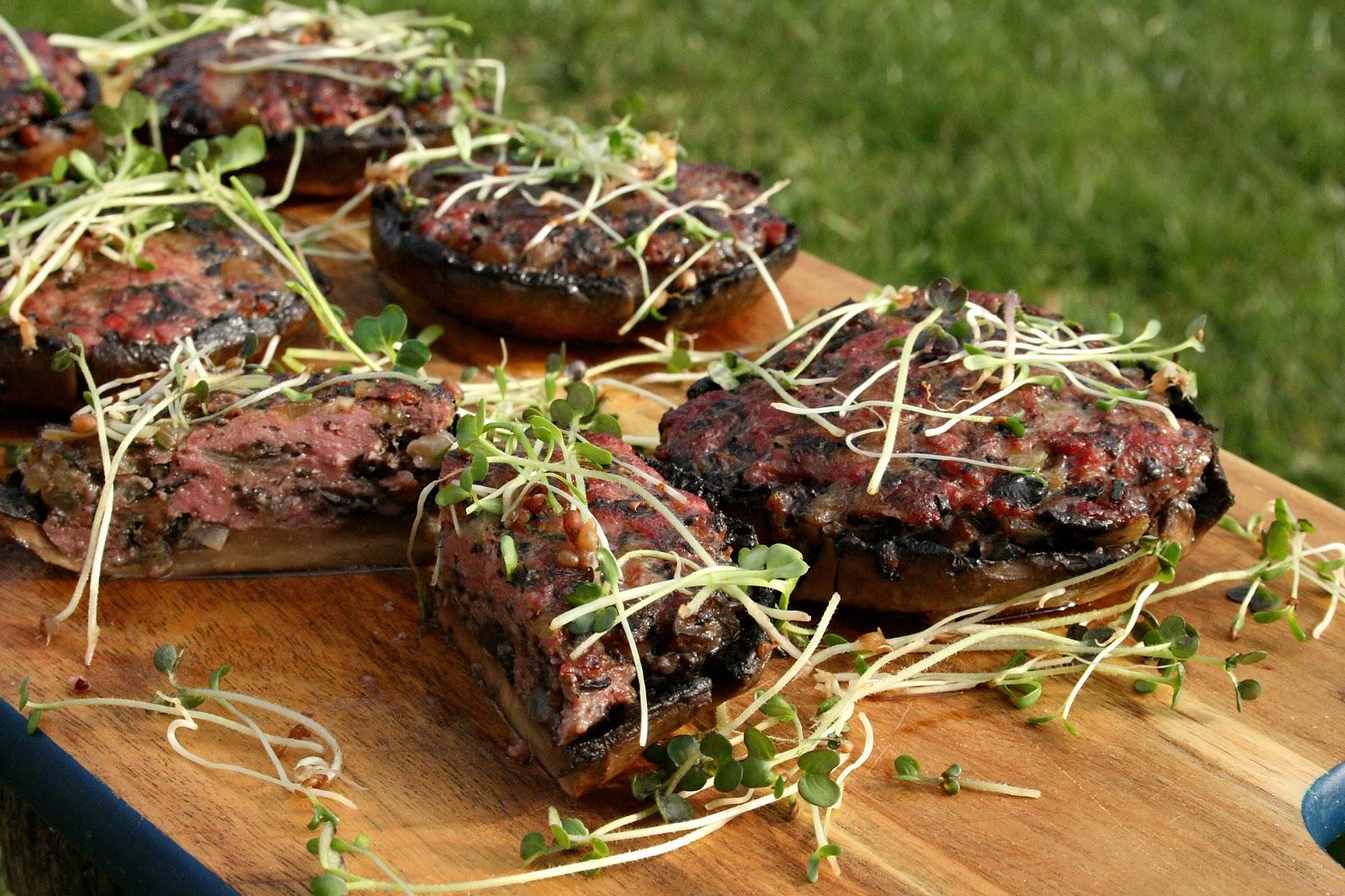 Portobello faszerowane mięsem na ostro smażone na oleju rzepakowym