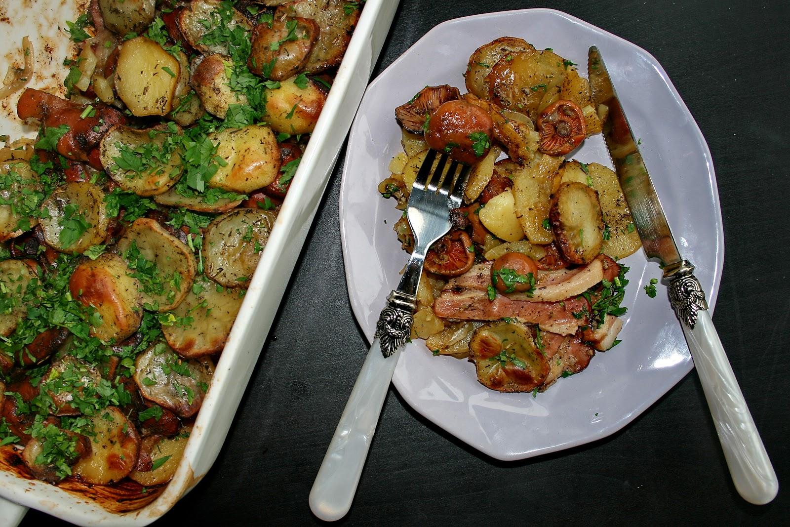 Zapiekane ziemniaki z boczkiem i rydzami
