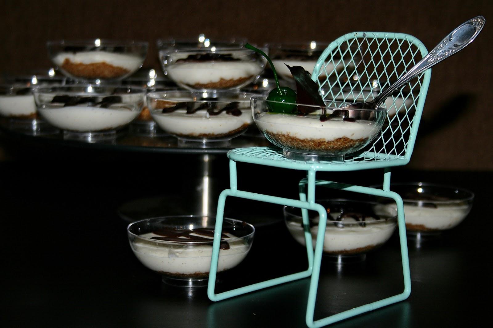 Mini serniki waniliowe na kruszonce z pierników i prażonego słonecznika