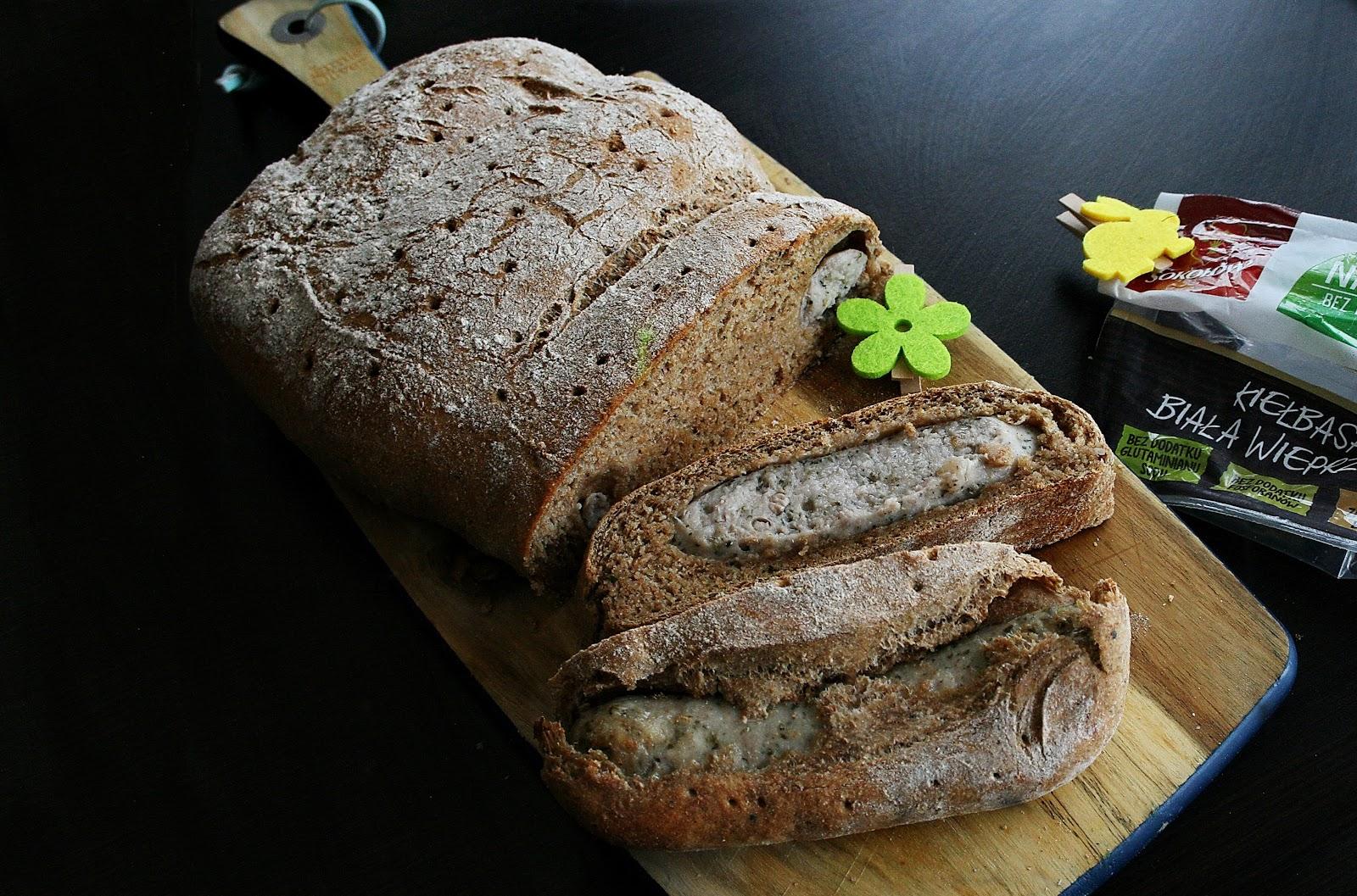 Biała kiełbasa w chlebie