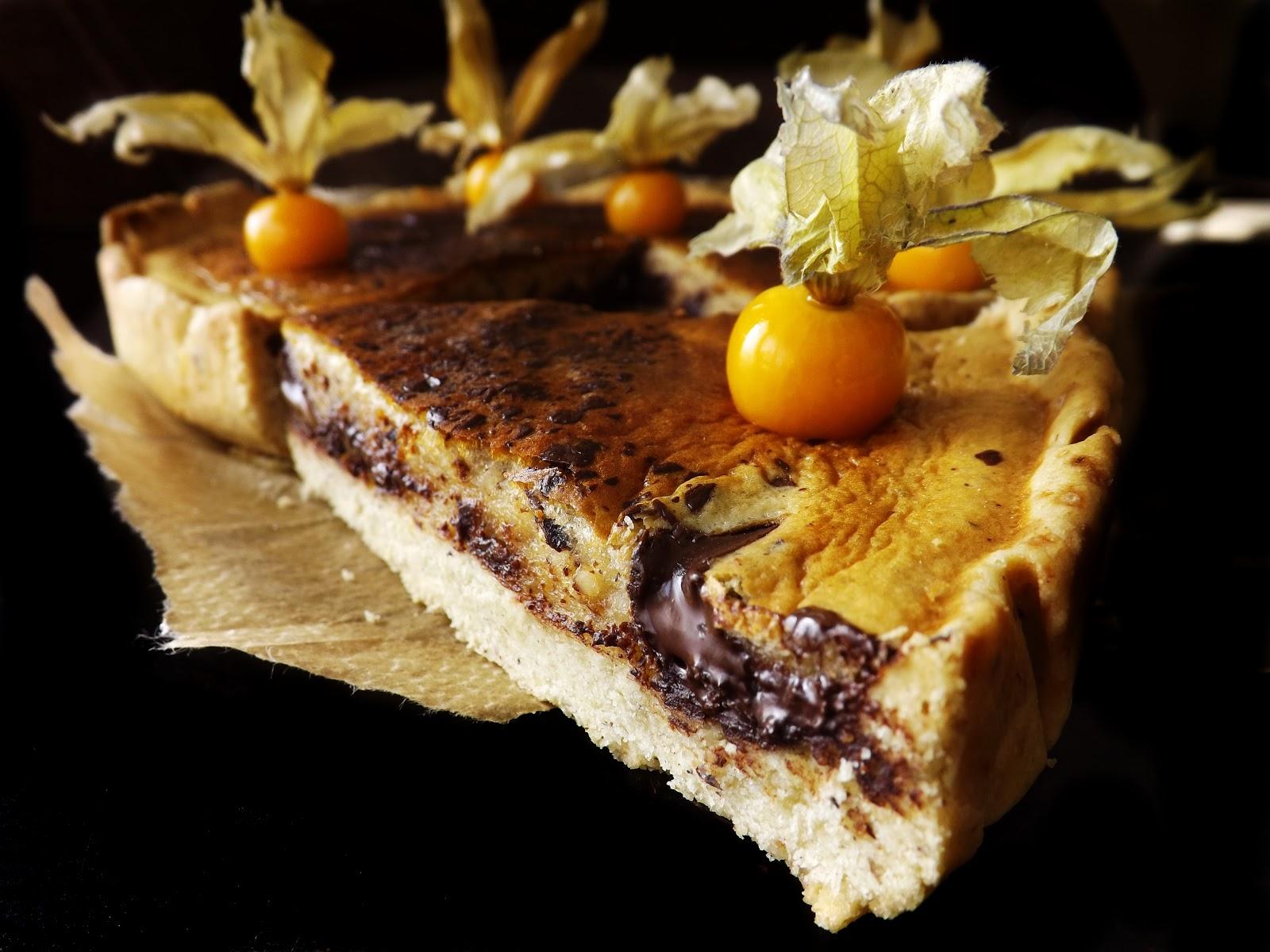 Tarta orzechowa z kawałkami czekolady