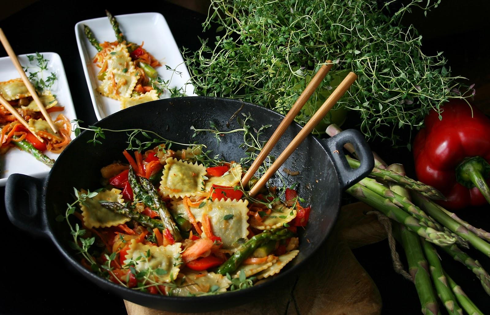 Ravioli z warzywami, z woka