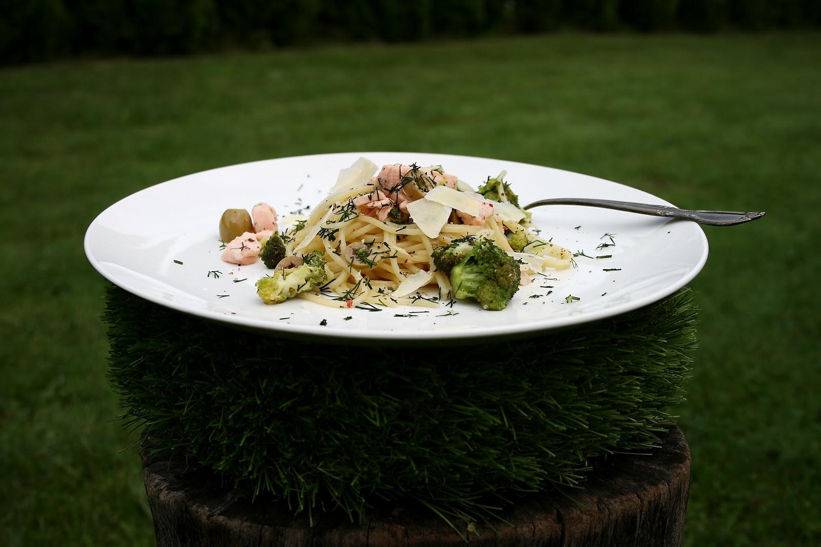 Spaghetti z łososiem, brokułami o nucie cytrynowej