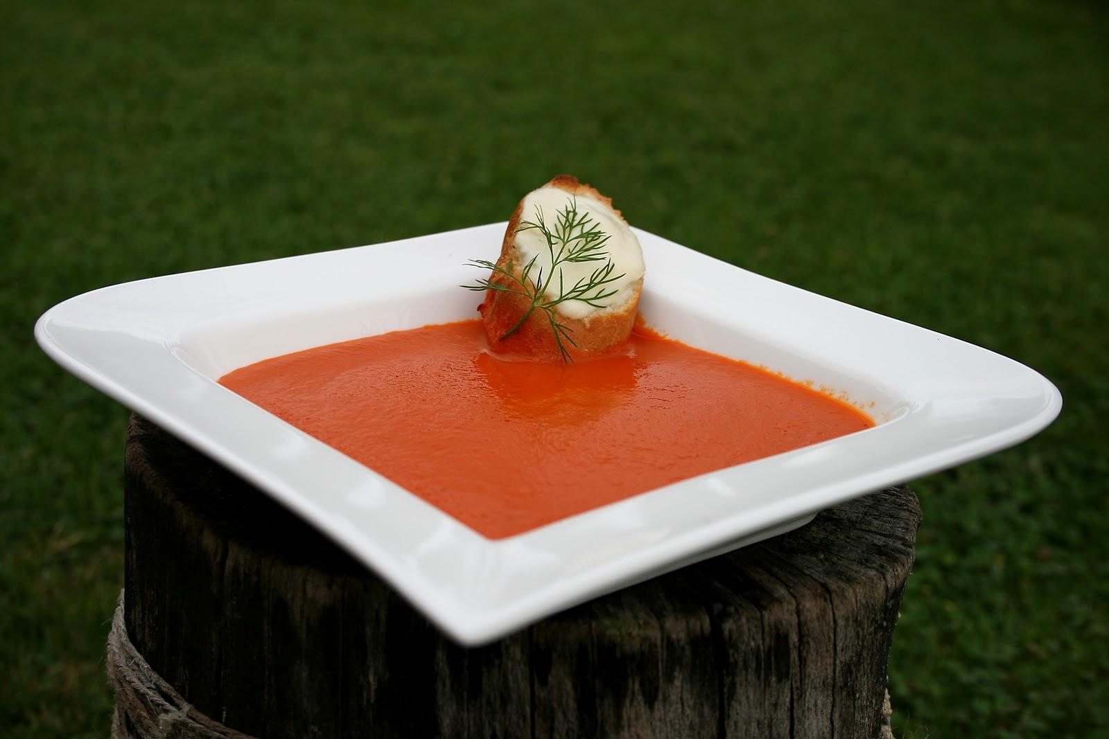 Zupa krem pomidorowo paprykowa z grzankami czosnkowymi i mozzarellą