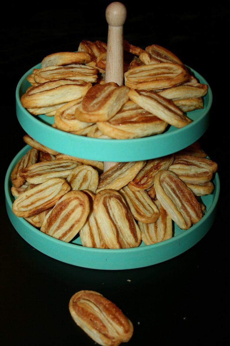 Francuskie ciasteczka cynamonowe i trzcinowo karmelowe
