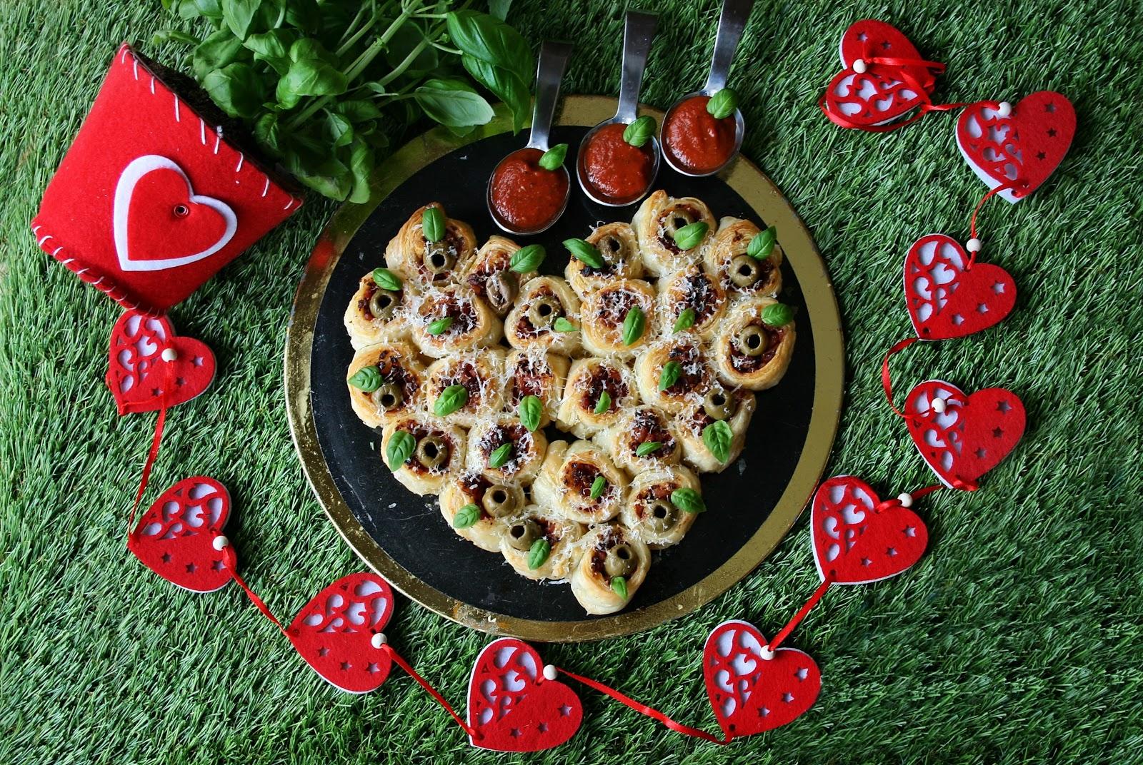 Francuskie serce z krakowską i pomidorami