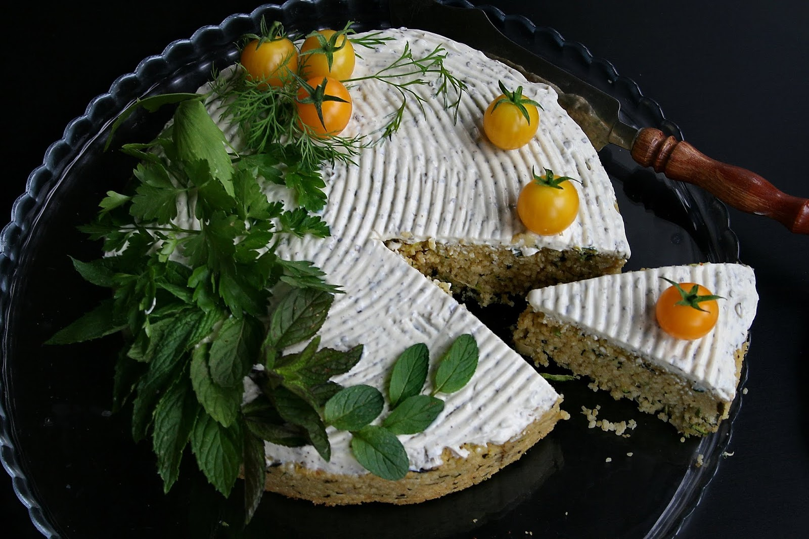 Ciasto kuskus z cukinią i ziołami