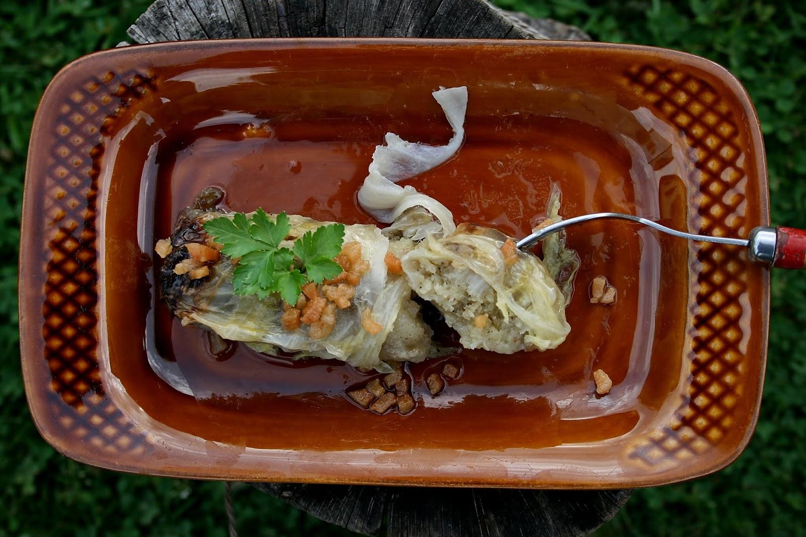 Gołąbki ziemniaczane podane ze skwarkami