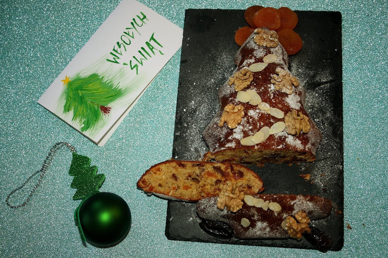 Słodka choinka z bakaliami o nucie chałwy – ciasto świąteczne