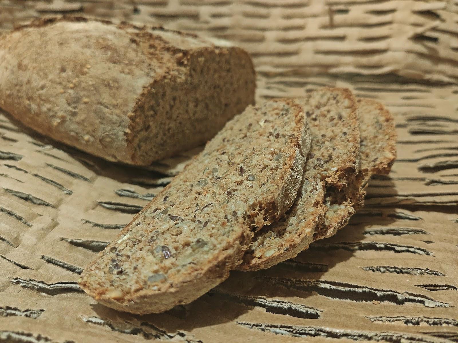 Chleb orkiszowy z mix ziaren