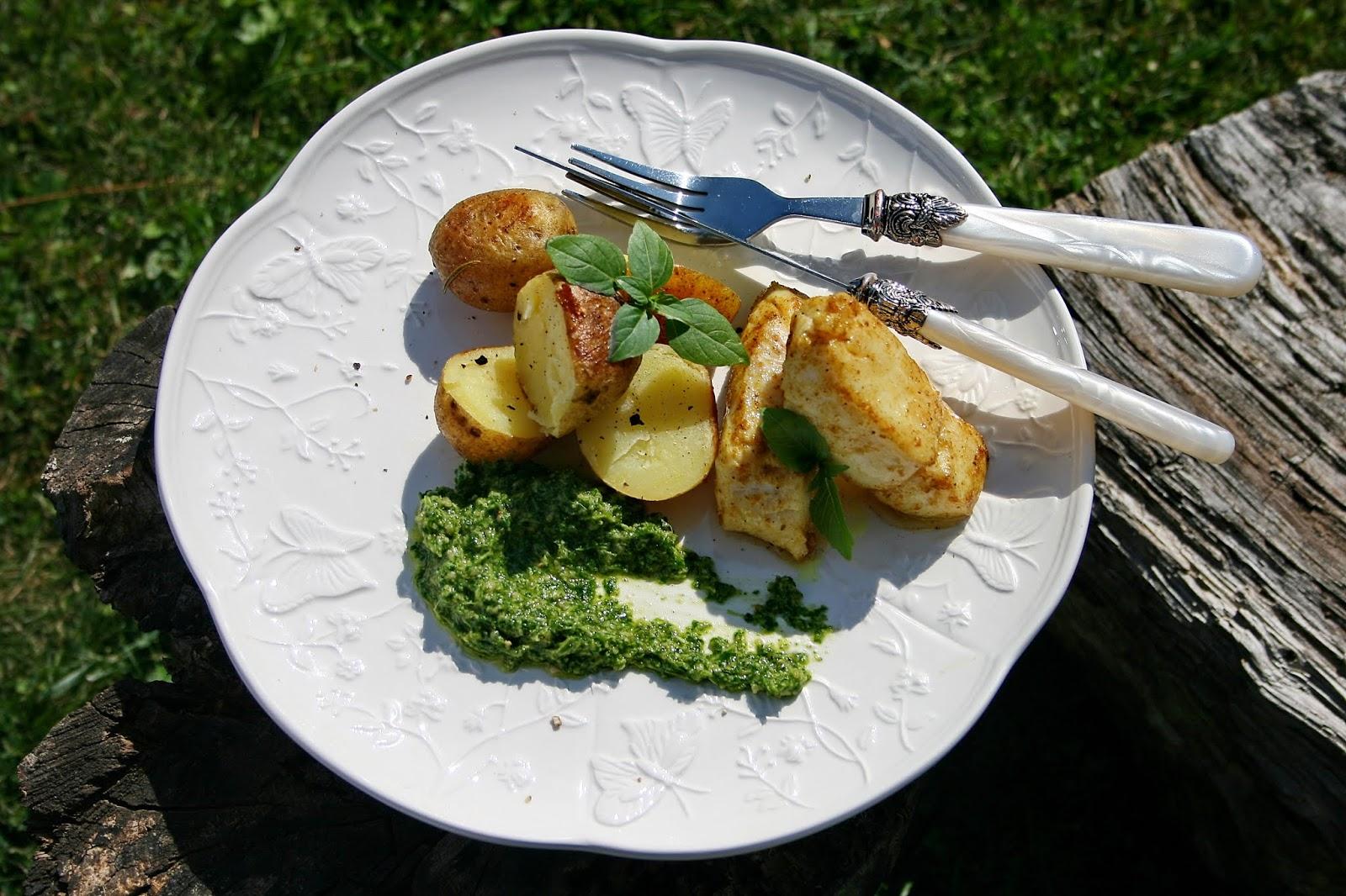Złocisty dorsz z ziemniakami i pesto z rukoli