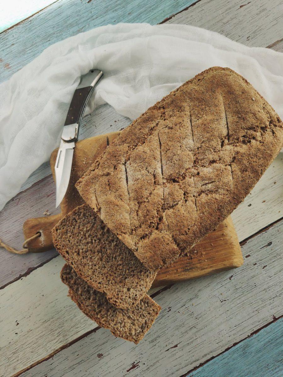 Chleb razowy z chia i otrębami żytnimi