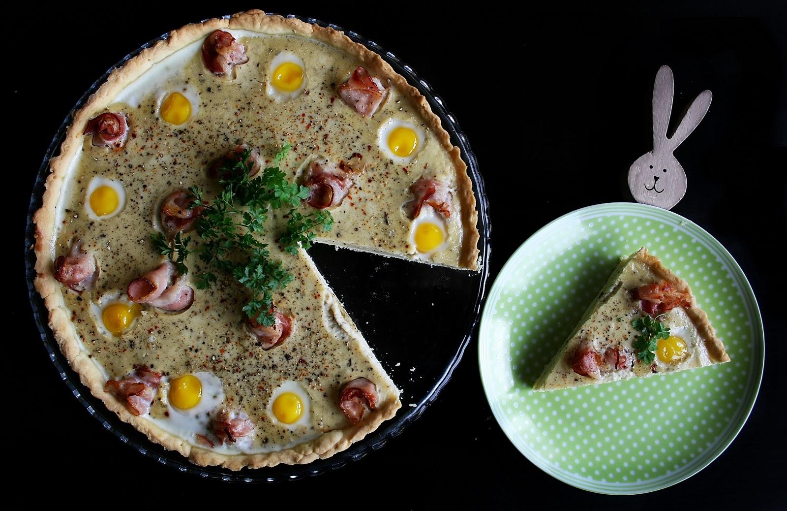 Tarta żurkowa z przepiórczymi jajkami