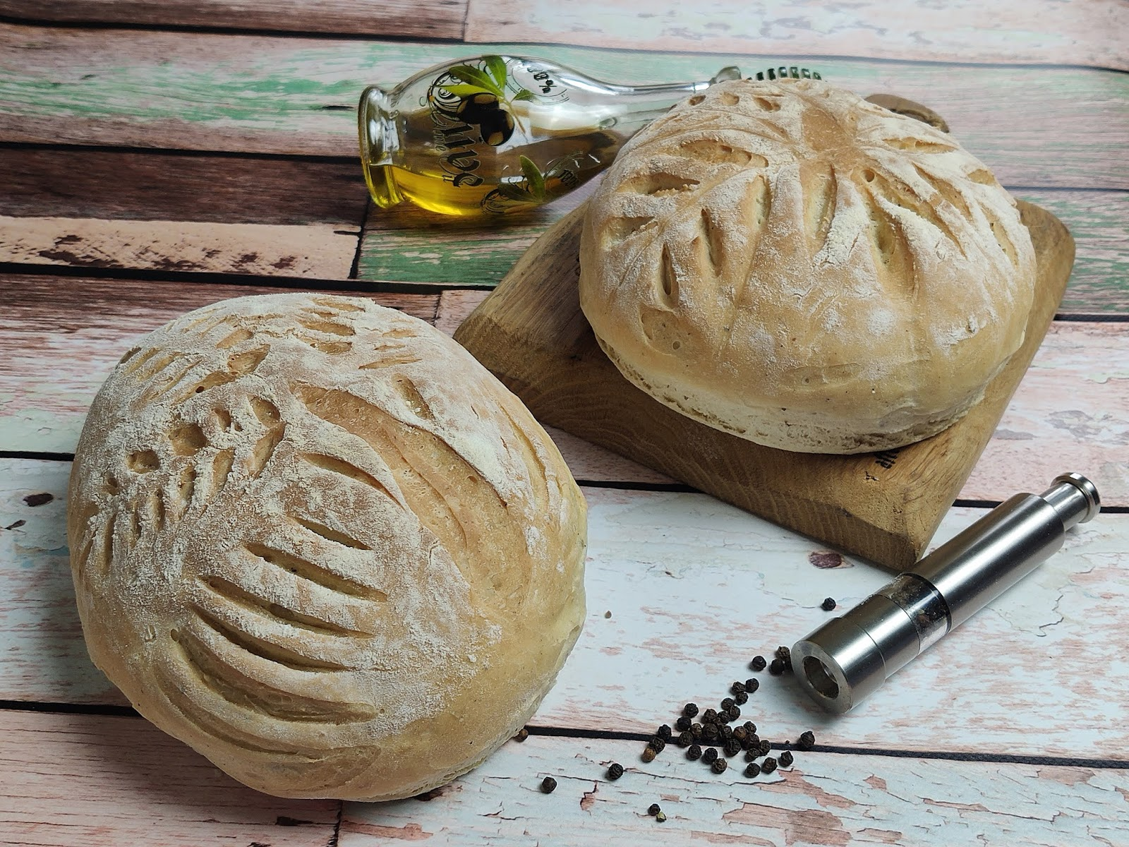 Chleb pszenny pieprzowy z oliwą