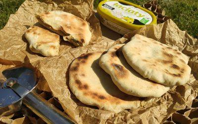 Paratha grillowana, serkiem oliwkowym z awokado nadziana