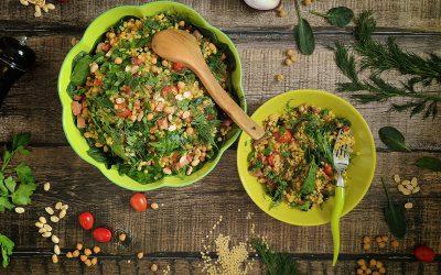 Kuskus perłowy curry z boczkiem, warzywami i orzechami